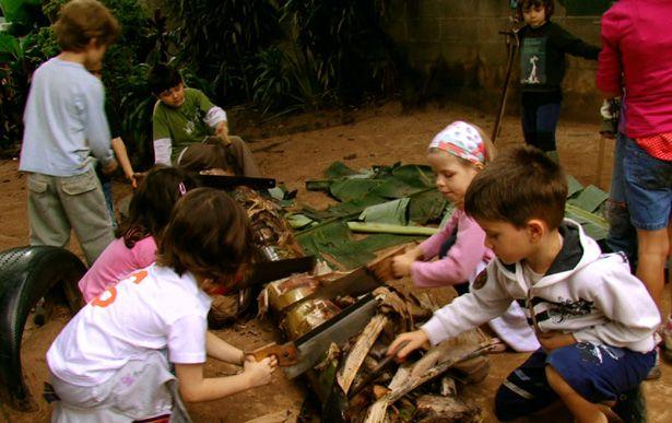 Documentário mostra o cotidiano da escola infantil Te-Arte, da qual a cineasta é ex-aluna.